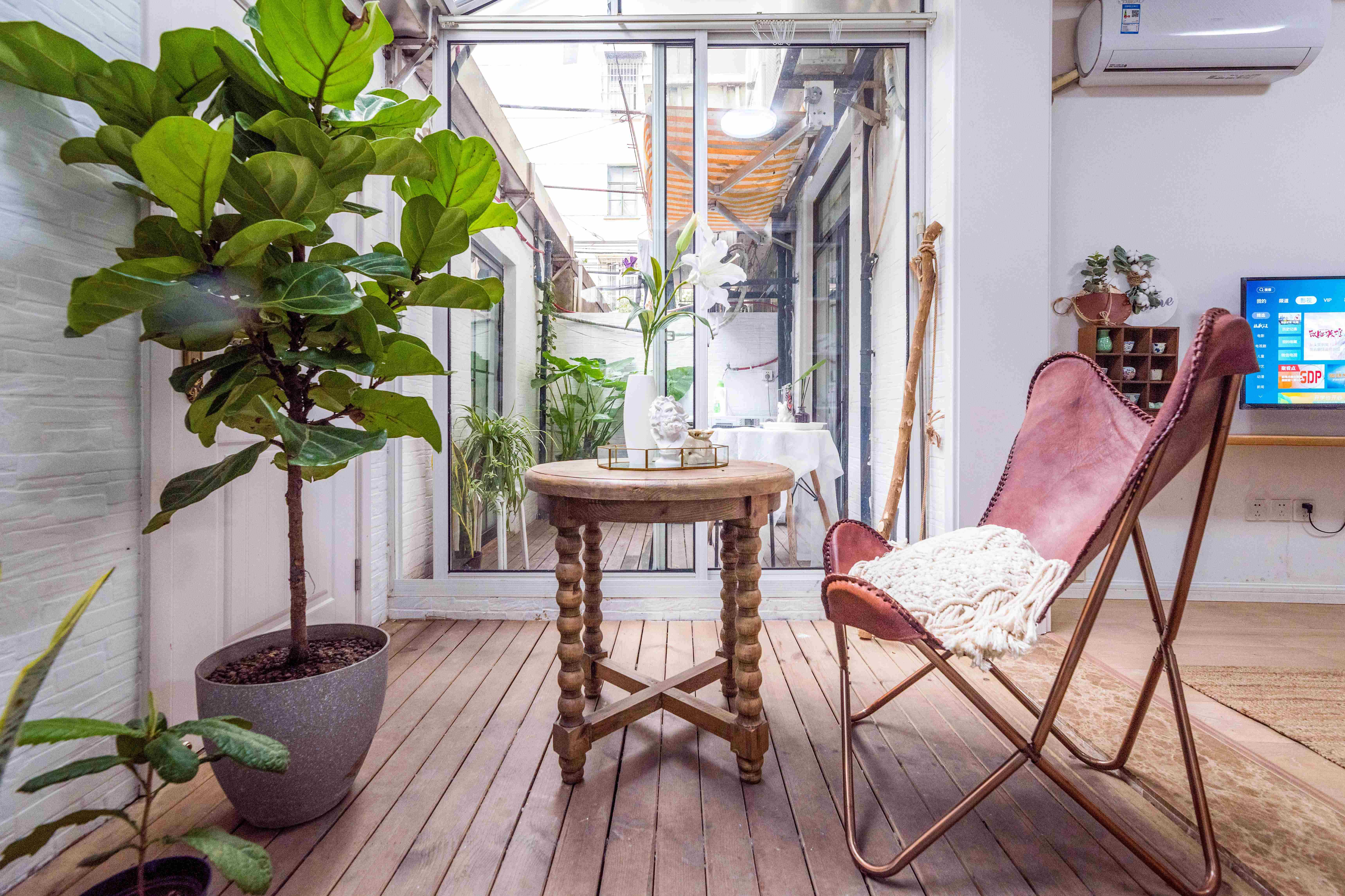 3br with Cute Yard At West jianguo road +Jiashan Rd line 9/12