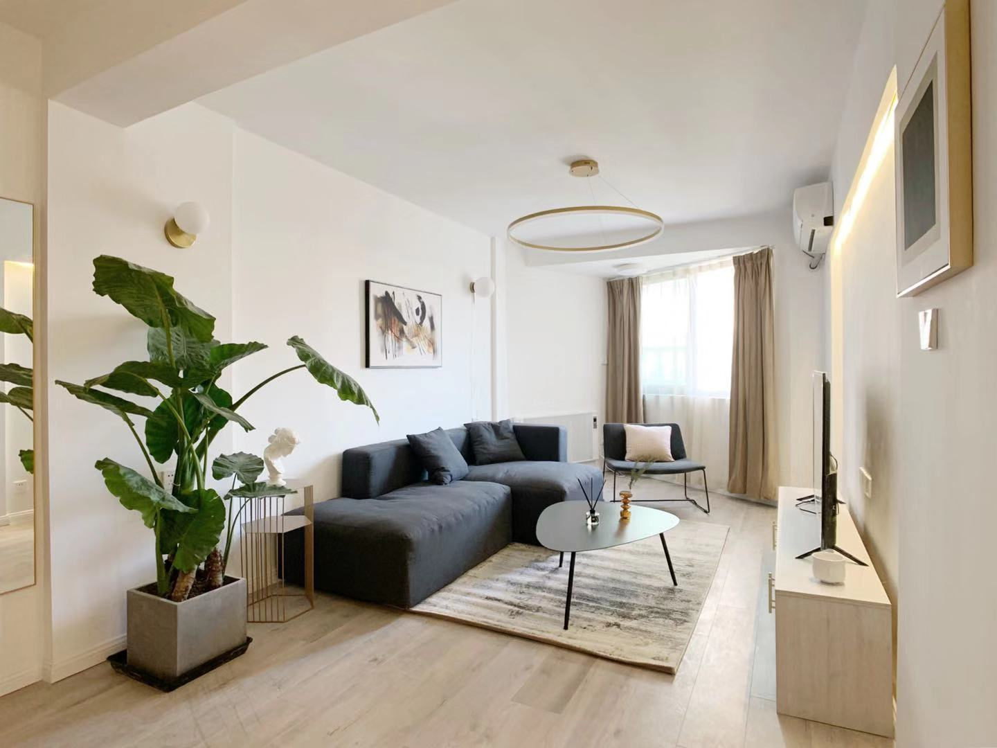 Bright and new 1 br 85sqm near West nanjing road with elevator