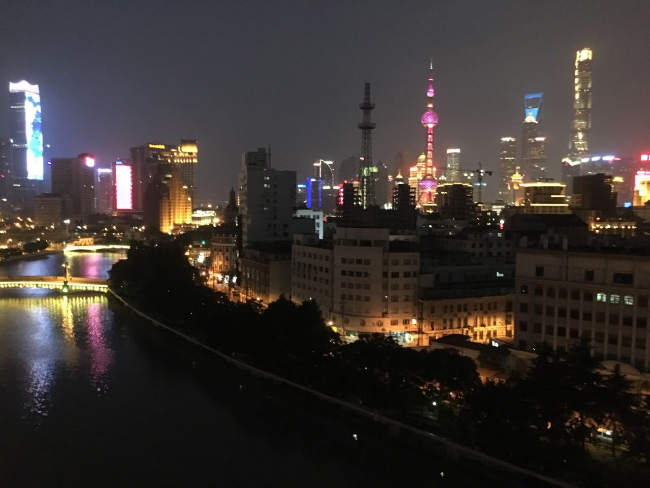 Decent 1 br Bund Area with River View